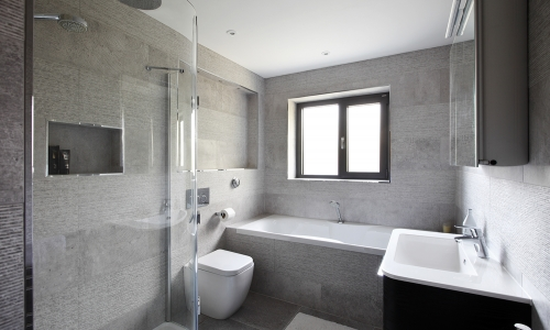 Image: Modern, deluxe family bathroom