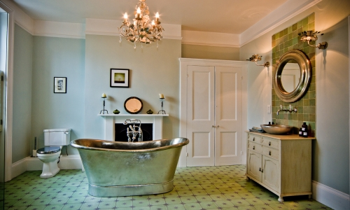 Image: Luxurious traditional bathroom