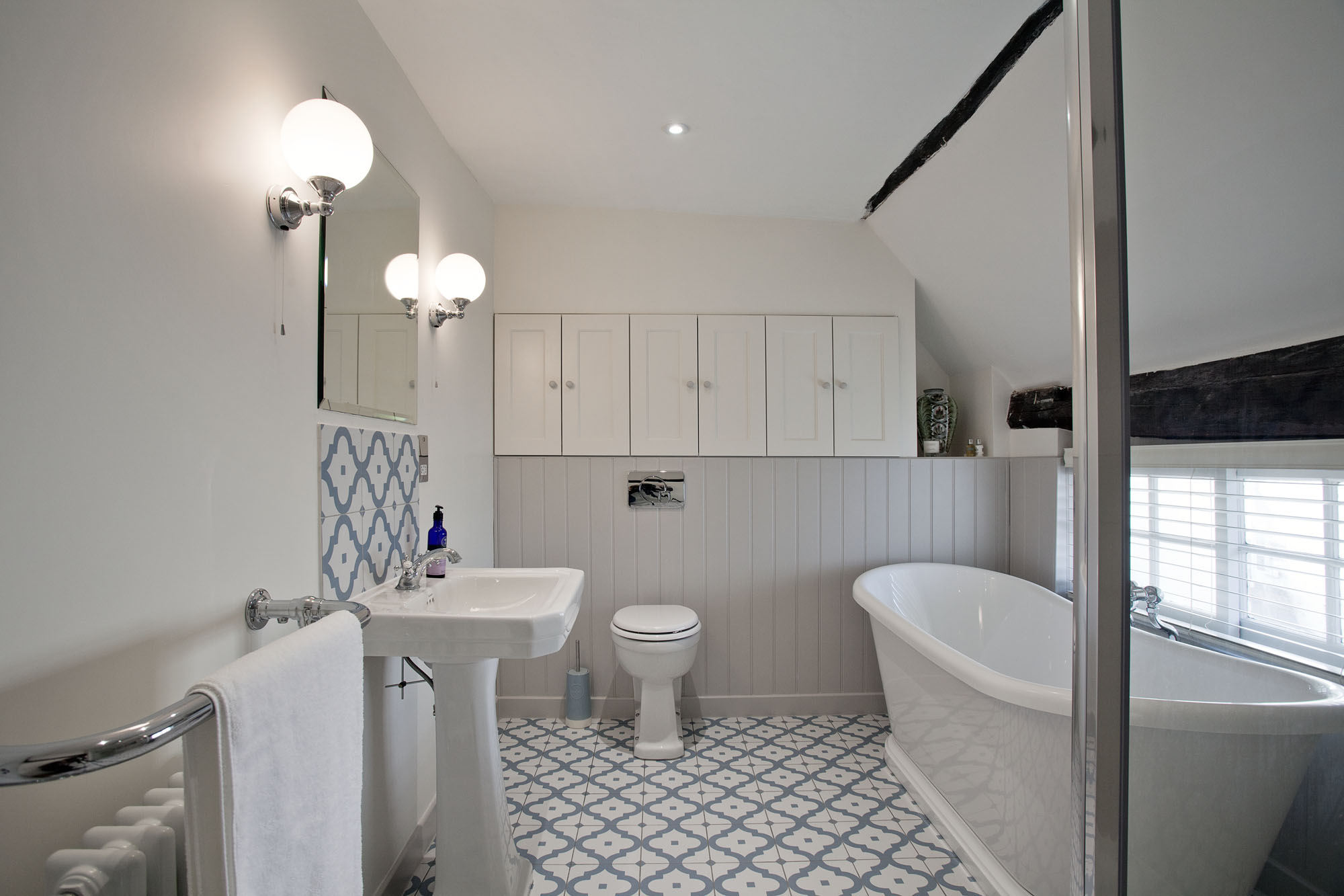 Traditional Family Bathroom In A Grade Ii Listed Cottage Lindfield The Brighton Bathroom Company