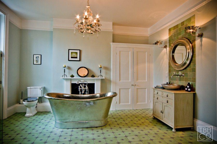 Luxurious Traditional Bathroom