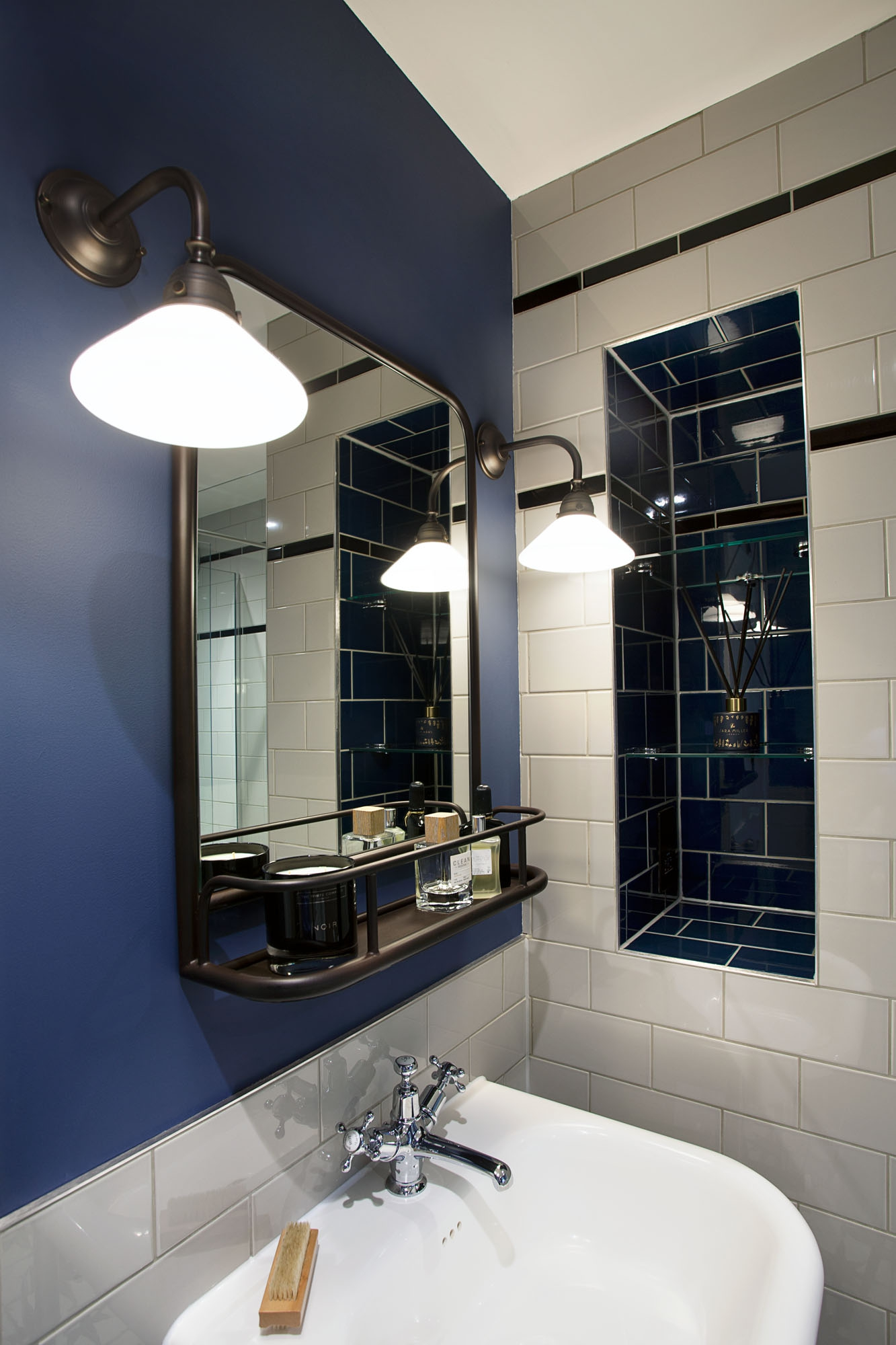 mirror lighting small bathroom